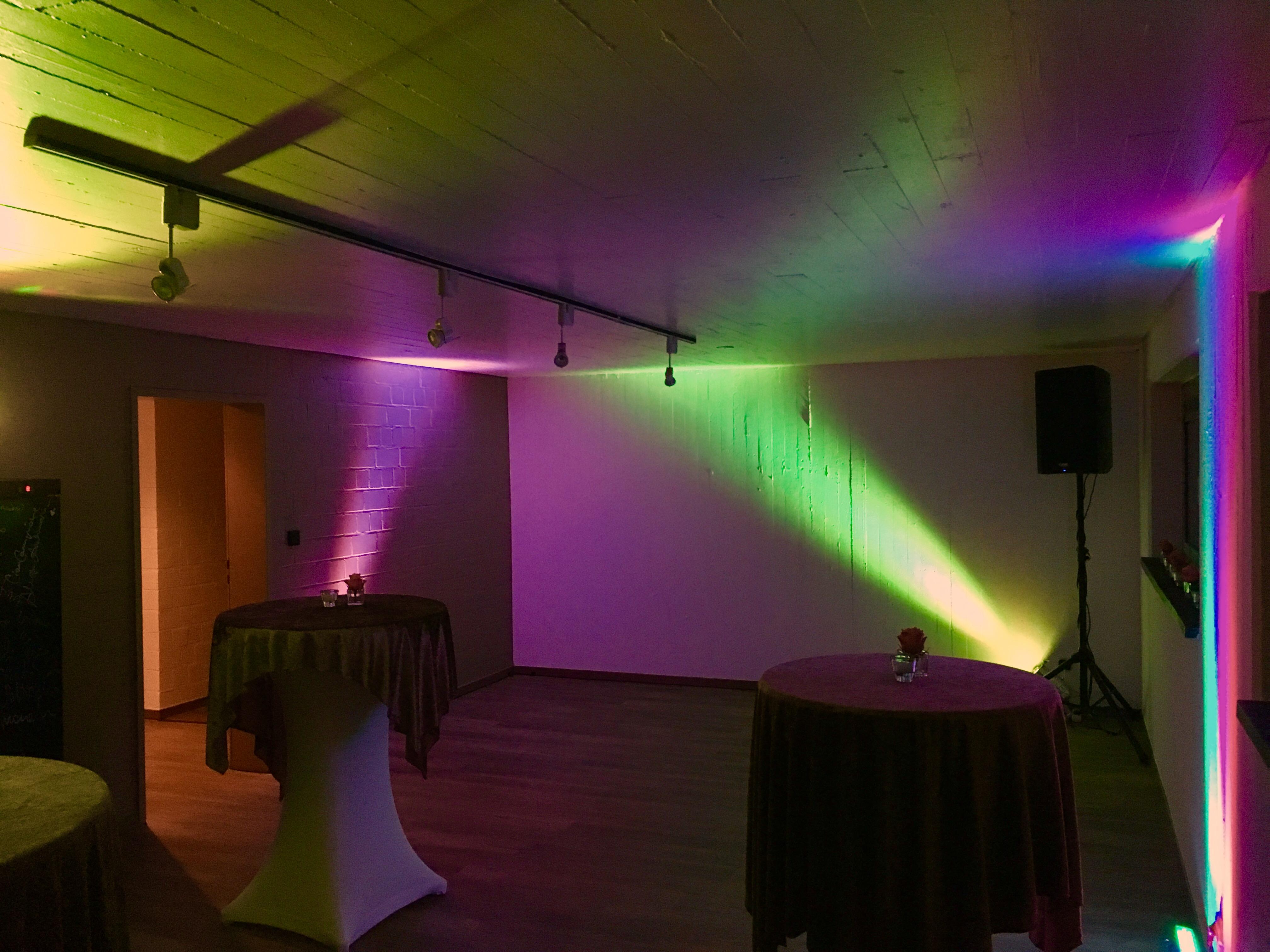 Lichtanlage und Musikanlage auf einem Geburtstag