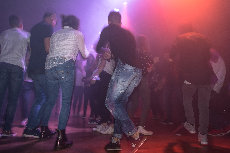 Veranstaltungstechnik mieten, Lichtanlage mieten mit Tanzen